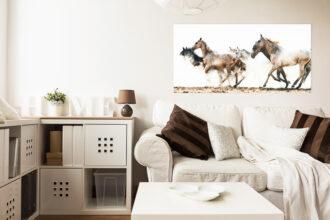 Hästtavla med flock i vardagsrum